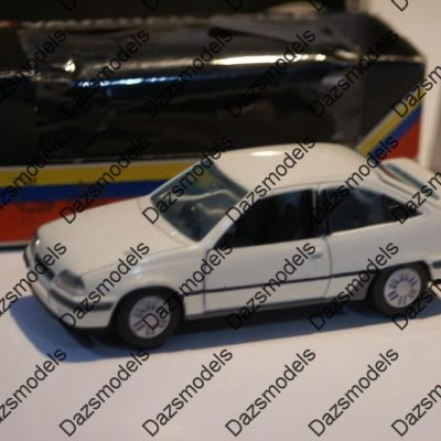 Gama Vauxhall Astra Mk2 GTE in White in black Vauxhall box in 1: