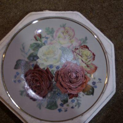 Franklin Mint Fragrant Glory Majesty Roses Plate ltd